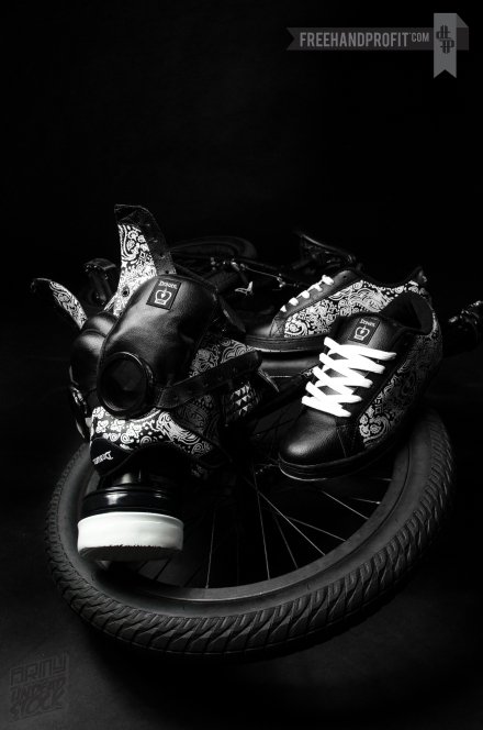 _RickThorne_SneakerGasMask03
