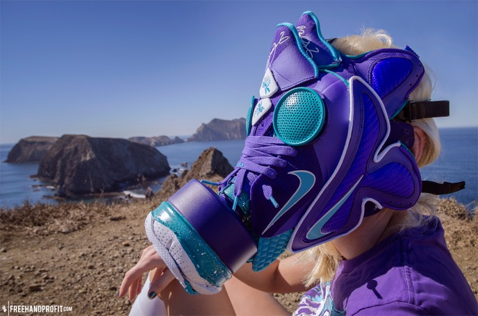 The 32nd sneaker mask created by Freehand Profit. Made from 1 pair of Nike LeBron 9 Summit Lake Hornets. Find out more about the work on FREEHANDPROFIT.com.