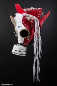 The 94th sneaker mask created by Freehand Profit. Made from 4 pairs of classic Converse Chuck Taylors. Find out more about the work on FREEHANDPROFIT.com.
