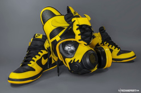The 51st sneaker mask created by Freehand Profit. Made from 1 pair of Nike Dunks. Find out more about the work on FREEHANDPROFIT.com.