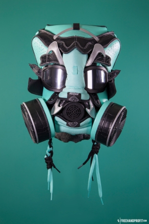 The 83rd sneaker mask created by Freehand Profit. Made from 1 pair of Nike SB Dunk Highs. Find out more about the work on FREEHANDPROFIT.com.