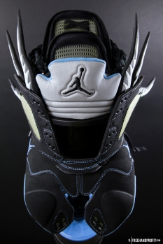 The 85th sneaker mask created by Freehand Profit. Made from 1 pair of Air Jordan Vs. Find out more about the work on FREEHANDPROFIT.com.