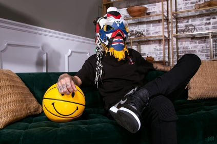 The 201st sneaker mask created by Freehand Profit. Made from 2 pairs of Union Air Jordan 1s. Find out more about the work on FREEHANDPROFIT.com.